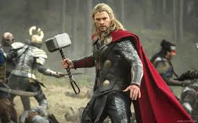 thor the dark world thor holding hammer in mid battle