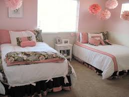 Dorm Room Decor I Love The Pink Floaty Things Above The Beds Room Decor Ideas