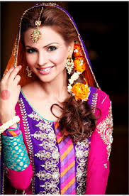 mehndi bride flowers bridal hairstyles pinterest weddings