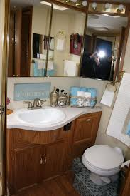 Rv Bathroom Sinks by Very Cute Rv Bathroom The Tile On The Floor Is A Nice Touch Rv