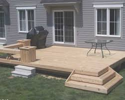 Deck Patio Designs by Best 25 Small Deck Space Ideas On Pinterest Building A Patio