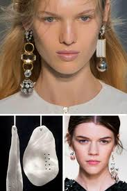 trend of mismatched earrings subremesa