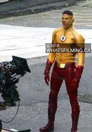keiynan lonsdale as kid flash filming the flash season 3