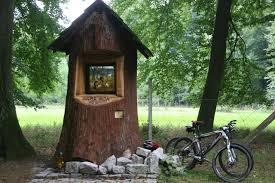 le si e urokliwa kapliczka w lesie koło rachowic stowarzyszenie nepomuk