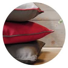 comment nettoyer un canapé en velours comment nettoyer et entretenir vos coussins inspiration luxe