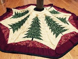 Quilted Christmas Tree Skirts To Make - 683 best seasonal christmas tree skirts images on pinterest