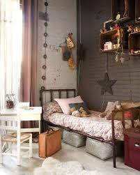 chambre vintage fille chambre fille caisse rangement mur brique loft home
