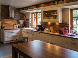 relooker une cuisine rustique en moderne chambre enfant cuisine rustique moderne cuisine moderne et
