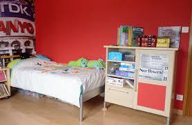les chambre des garcon chambre enfant déco gris et blanc et rangements pratiques
