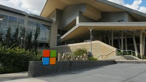 microsoft siege social redmond washington usa september 3 2015 panning exterior view of