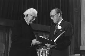 Jean Piaget  Life and Theory of Cognitive Development Verywell Jean Piaget recieving a science award