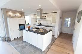 küche mit folie bekleben tr mit folie bekleben trendy kuche fliesen streichen bekleben