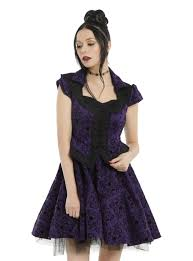 once upon a child halloween costumes once upon a time emma u0026 hook relationship dress topic