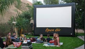 Backyard Projector Essential Guide To Planning An Outdoor Movie Night Screen Advice