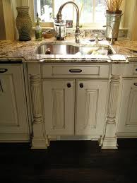 Paint Amp Glaze Kitchen Cabinets by Best 25 White Distressed Cabinets Ideas On Pinterest Distressed