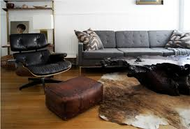 decorating modern living room by using leather pouf ottoman