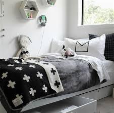 chambre noir et blanche beautiful idee rangement chambre garcon 6 chambre enfant