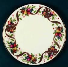 vignette design setting the table with dinnerware