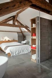chambre sous les combles ancienne maison dans la région parisienne totalement rénovée