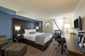 Gray Modern Bedroom Queen Bed Modern Room Picture Of Crowne Plaza Toronto Airport