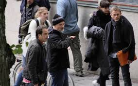 david fincher giving to daniel craig during the filming
