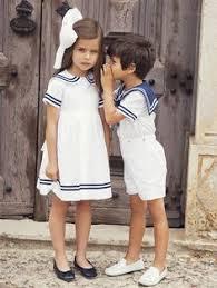tenue enfant mariage bleu marine et des couleurs punchy pour mon mariage