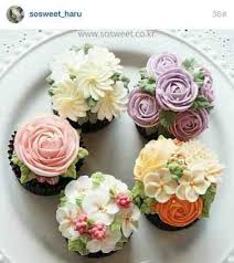 cupcake flowers buttercream flowers flower cupcakes and cupcake
