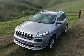 jeep car 2017 2017 jeep cherokee can commute on pavement and commit on dirt