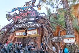 what times does disneyland open and for the day