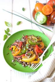 cuisiner tomates salade de riz sauvage aux poivrons rôtis et tomates anciennes les