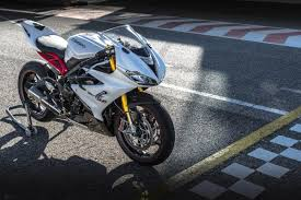2013 triumph daytona 675 r photo gallery the automotive world blog