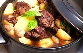 cuisiner la veille pour le lendemain du bœuf en sauce tout fondant à une condition le préparer le matin