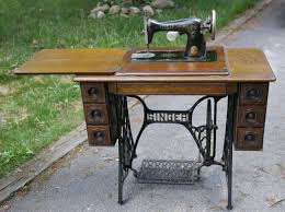Singer Sewing Machine With Cabinet by 17 Best Sewing Cabinet Images On Pinterest Sewing Cabinet