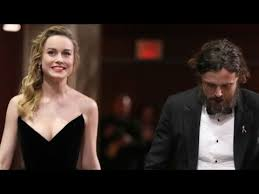 brie larson casey affleck brie larson didn t clap for casey affleck youtube