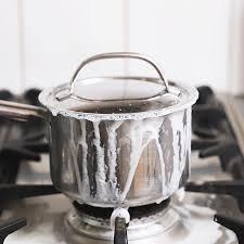 et cuisine casseroles 5 astuces pour récupérer le fond brûlé d une casserole ou d une