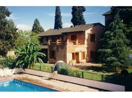 private rooms in a huge house with pool garden plenty of space