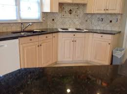 verde peacock granite on light wood kitchen cabinets traditional