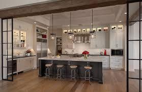 parquet cuisine ouverte design interieur cuisine avec verriere interieure tabourets bars