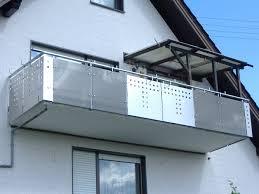 balkon lochblech balkongeländer mit glas lochblechkombination hermann götz