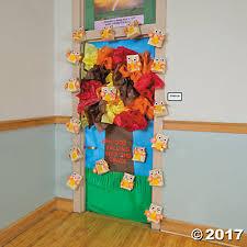 tree door decoration idea