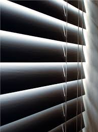 white modern horizontal blind come with vinyl material blinds