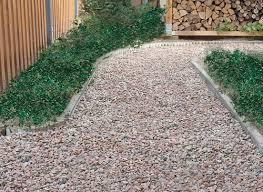 vialetti in ghiaia come realizzare un vialetto in giardino con sottofondo e ghiaietto