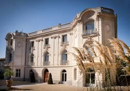 chambre d hotes montpellier facade chateau roseaux perspective domaine de biar chateau