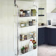 etagere rangement cuisine 9 astuces géniales pour tout ranger derrière vos portes