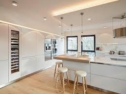 cuisines blanches et bois cuisine blanche et bois clair archaque foire cuisine blanc
