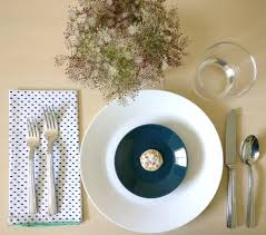 table setting a refreshing summer table setting 2 ways