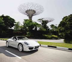 new porsche 911 targa driving around singapore in the new porsche 911 targa motioncars