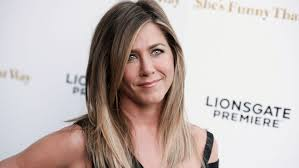 aniston wedding ring aniston s wedding ring makes its carpet debut pret