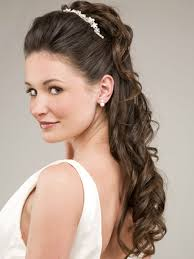 beach wedding hairstyles for curly hair