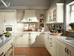 cuisine blanche classique cuisine en bois classique cucinelube avec une touche luxe